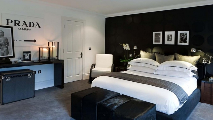 https://ilikeinteriors.nl/wp-content/uploads/2017/11/bachelor-master-bedroom-in-black-and-white-Copy_740x416_acf_cropped.jpg