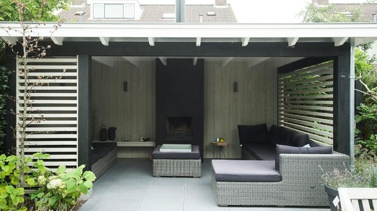 https://ilikeinteriors.nl/wp-content/uploads/2019/07/zwart-wit-tuininspiratie-aalsmeer-veranda-1_740x416_acf_cropped.jpg